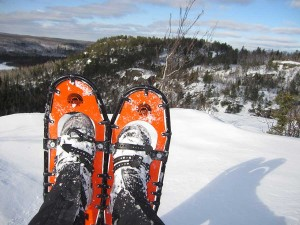 how to-hike-snow-shoes